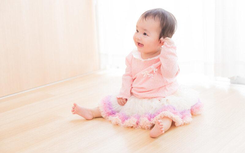 赤ちゃん お 座り いつ 赤ちゃんのお座りはいつから?腰座り前はNG?練習法も紹介